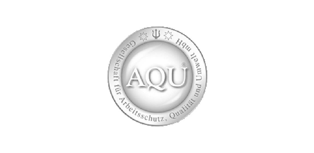 Auf diesem Bild ist das Logo der AQU GmbH zu sehen